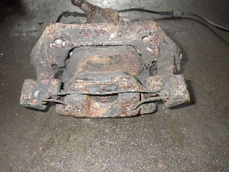 Bremssattel links vorne MERCEDES-BENZ E-Klasse (W210)  E 290 TURBODIESEL
