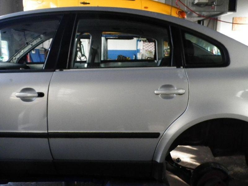 Tür links hinten 5-Türer VW PASSAT (3B2)  1.6