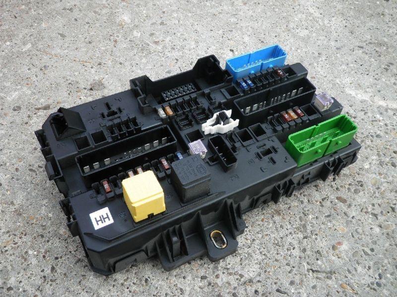 Sicherungskasten hinten KofferraumOPEL ASTRA H CARAVAN  1.7 CDTI